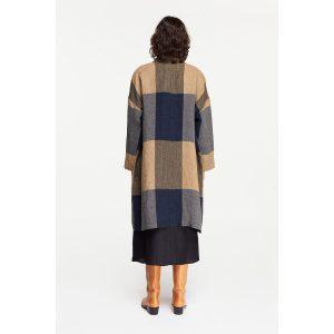 pomandere_oversized-patchwork-coat-blue_2_resort-conceptstore