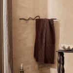 fermliving_curvature-towel-hanger-black-brass_2_resort-conceptstore