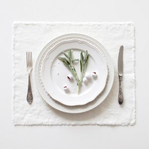 linentales_placemats-white-fringes_resort-conceptstore