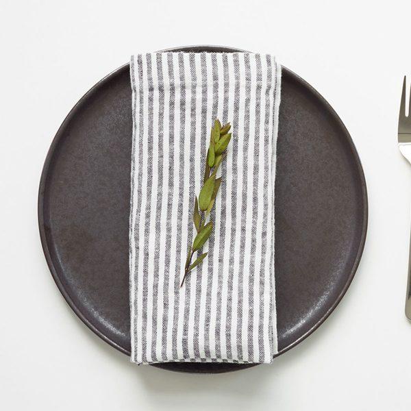 linen-tales_servietten_weiss-thin-stripes_resort-conceptstore